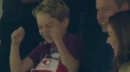 Zo zag je de kleine royal nog nooit: prins George supportert dolenthousiast voor zijn favoriete voetbalploeg