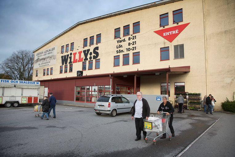 Het is rustig bij de Zweedse supermarkt Willy's Beeld Werry Crone