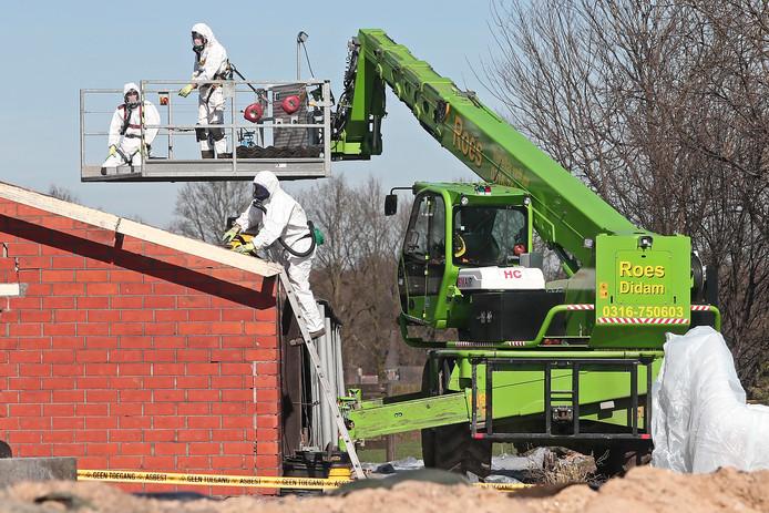 De schuur van Gerrit Hanskamp wordt als eerste aangepakt in het project voor verwijderen van asbest in het buitengebied van Ruurlo.