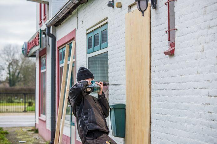Wokrestaurant Fong Shou aan de Van Heemstraweg in Ewijk wordt op woensdag 5 februari 2020 gesloten.  TAGS: wok, wokrestaurant, fong shou, ewijk, wietplantage, hennepkwekerij, gemeente beuningen