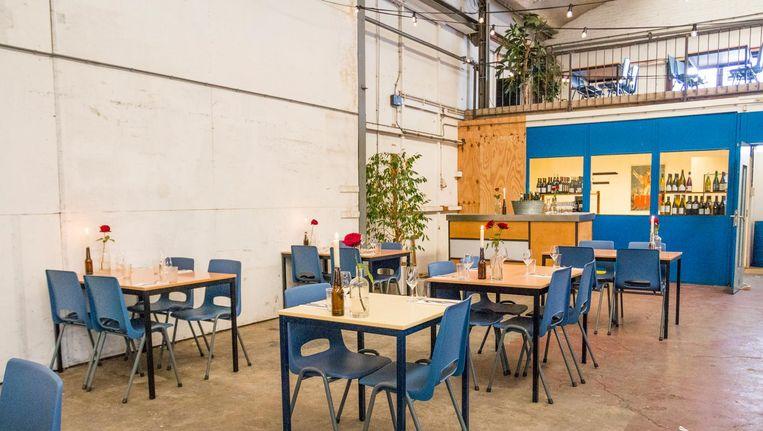 Een ijscokar, een expositieruimte en een wijnwinkel: pizzeria Klaproos in Noord voegt ze smakelijk bij elkaar. Beeld Jesper Boot