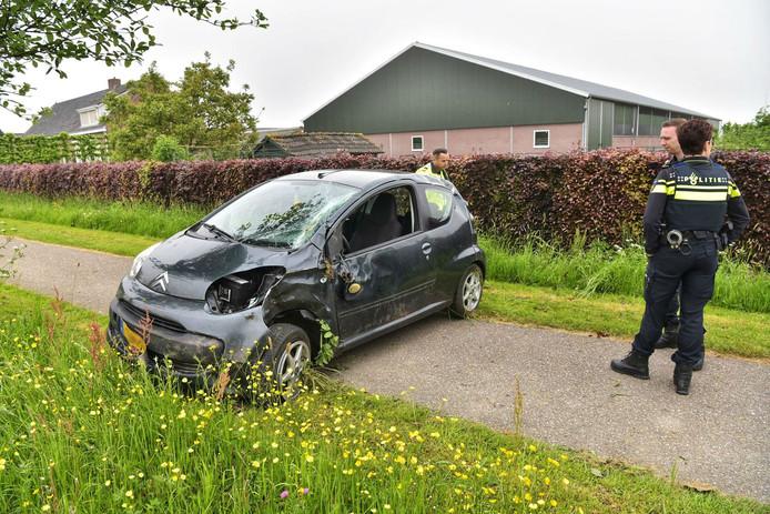 Een ongeluk op de Zevenbergseweg in Etten-Leur.