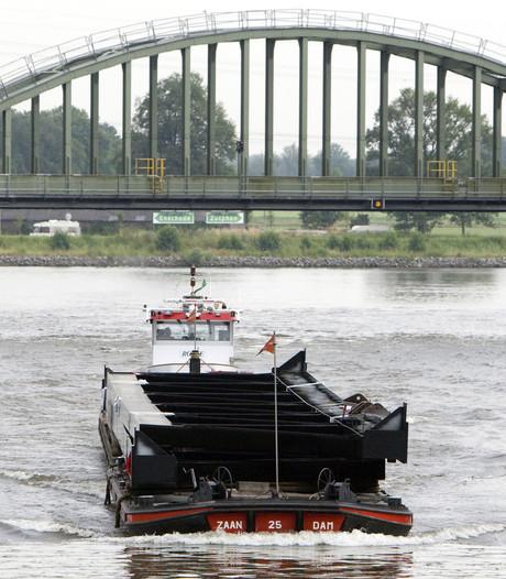 Waterschap versterkt dijken Twentekanaal
