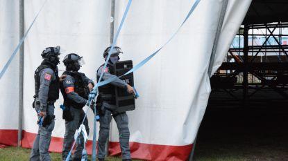Politie oefent gijzelingsdrama op leeg festivalterrein
