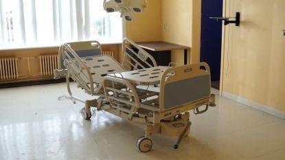 """Urban explorers dringen binnen in leegstaand ziekenhuis: """"Zelfs de liften werken nog!"""""""