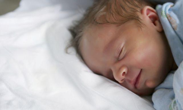 39 laat baby 39 s op zij slapen 39 wetenschap de morgen for Baby op zij slapen kussen