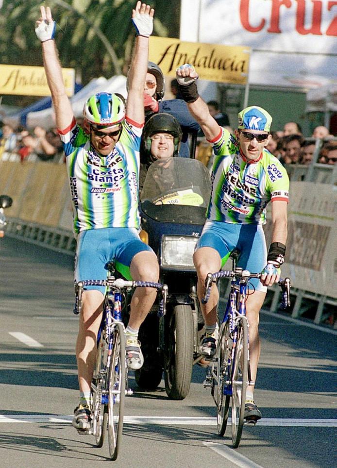 1999: Santiago Botero (links) van Kelme wint een etappe in de Ronde van Andalusië. Rechts ploeggenoot Javier Pascual, die zou leiden in het algemeen klassement.