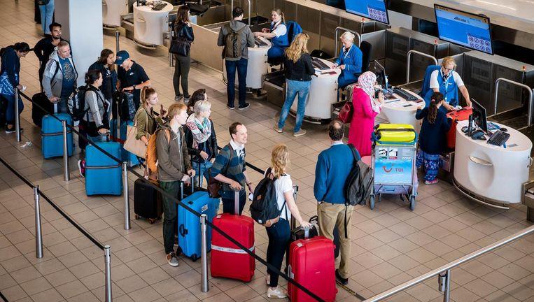 Tientallen vluchten van en naar de Canarische Eilanden moeten uitwijken naar andere luchthavens Beeld ANP
