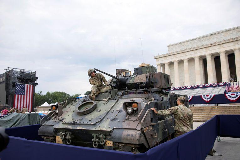 Een tentoongestelde tank nabij het Lincoln Memorial.