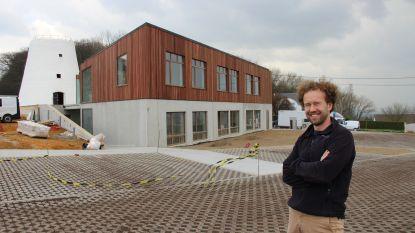 """Bijna geopend Sporthotel op Hotond organiseert festival tijdens de Ronde: """"Groot scherm, grote toog: ideaal moment om aandacht te krijgen"""""""