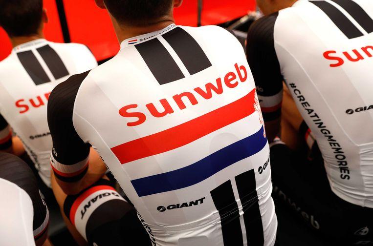 Team Sunweb renner Ramon Sinkeldam tijdens de teampresentatie in aanloop naar de start van de Tour de France in Dusseldorf.  Beeld ANP