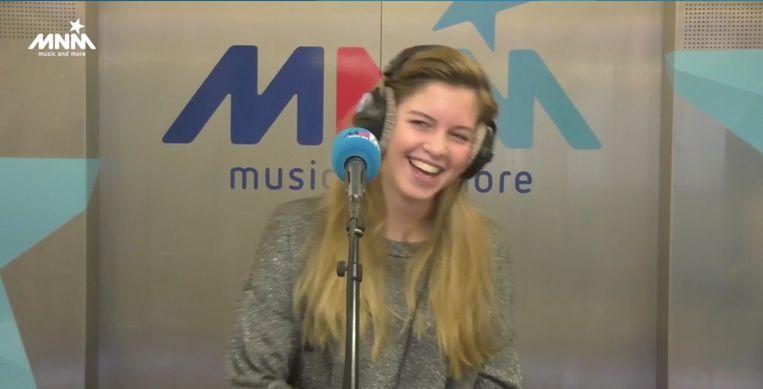 Bab Buelens: 'Familie'-actrice Bab Buelens Zingt Intro Van 'Thuis' Bij