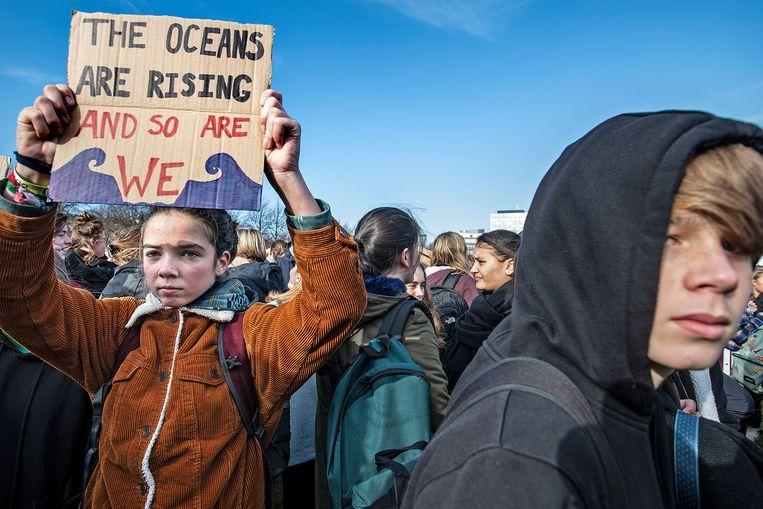 Een klimaatmars van scholieren in februari vorig jaar in Den Haag. Beeld Guus Dubbelman / de Volkskrant