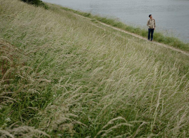 Broeder Dieleman: 'Ik sta graag aan de zijkant. Aan de waterkant met de rug naar het dorp. Ik maak liever geen onderdeel uit van het geheel.'  Beeld Erik Smits