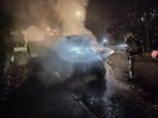 Auto compleet verwoest door brand in Randenbroek