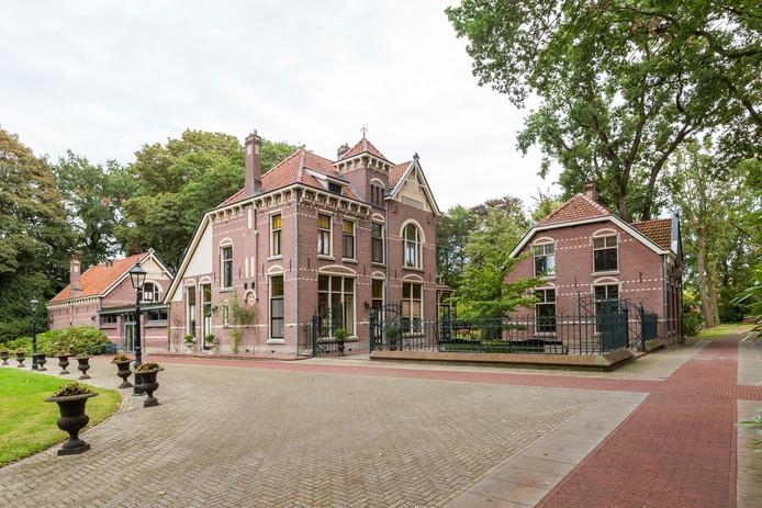 Villa Kortonjo in Eindhoven staat te koop.