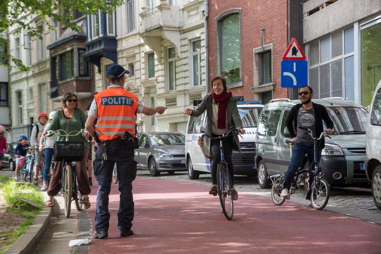 De politie voert campagne om de regels in de fietsstraten duidelijk te maken