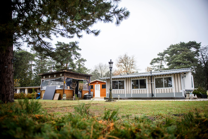 Als het college zijn zin krijgt moeten de stacaravans op de Zwarte Bergen plaatsmaken voor containerwoningen voor arbeidsmigranten.