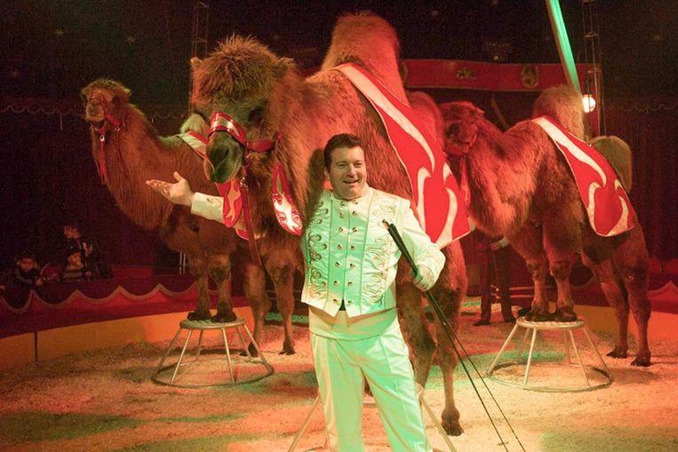 Circus Barones brengt onder meer een show met kamelen.