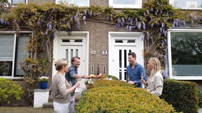 Zes Rotterdamse horeca-ondernemers hebben samen met een Rotterdamse dovenorganisatie de Hamster Borrel Plank bedacht. Ofwel: al borrelend met bijvoorbeeld de buren gebarentaal leren. © Hamster Borrel Plank