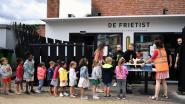 650 leerlingen van De Regenboog zwaaien schooljaar uit met pak friet (en steunen daarmee goed doel)