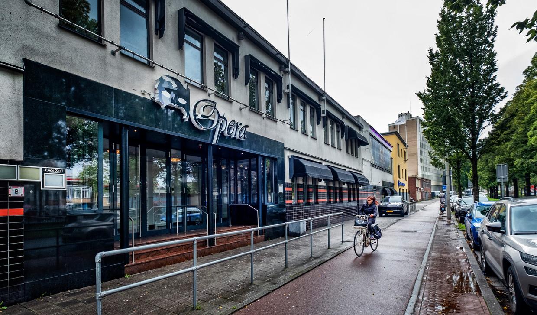Het pand van zalencentrum Opera aan de Fruitweg in Den Haag.  Beeld Raymond Rutting / de Volkskrant