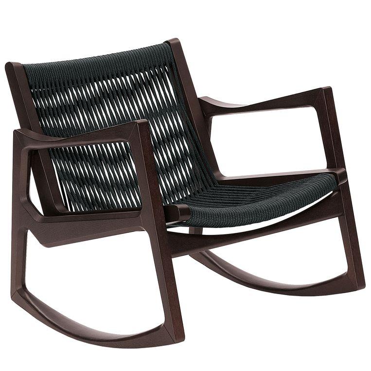 'Euvira'-schommelstoel van Classicon met een donker gebeitste eikenhouten onderstel en een zitting van touw, € 2.813.  flinders.nl Beeld