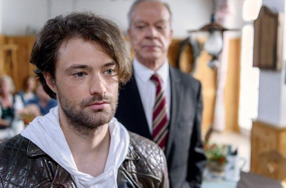 Joshua Winter uit 'Sturm der Liebe' of Joshua uit 'Temptation Island'? De kijker verkiest die laatste.