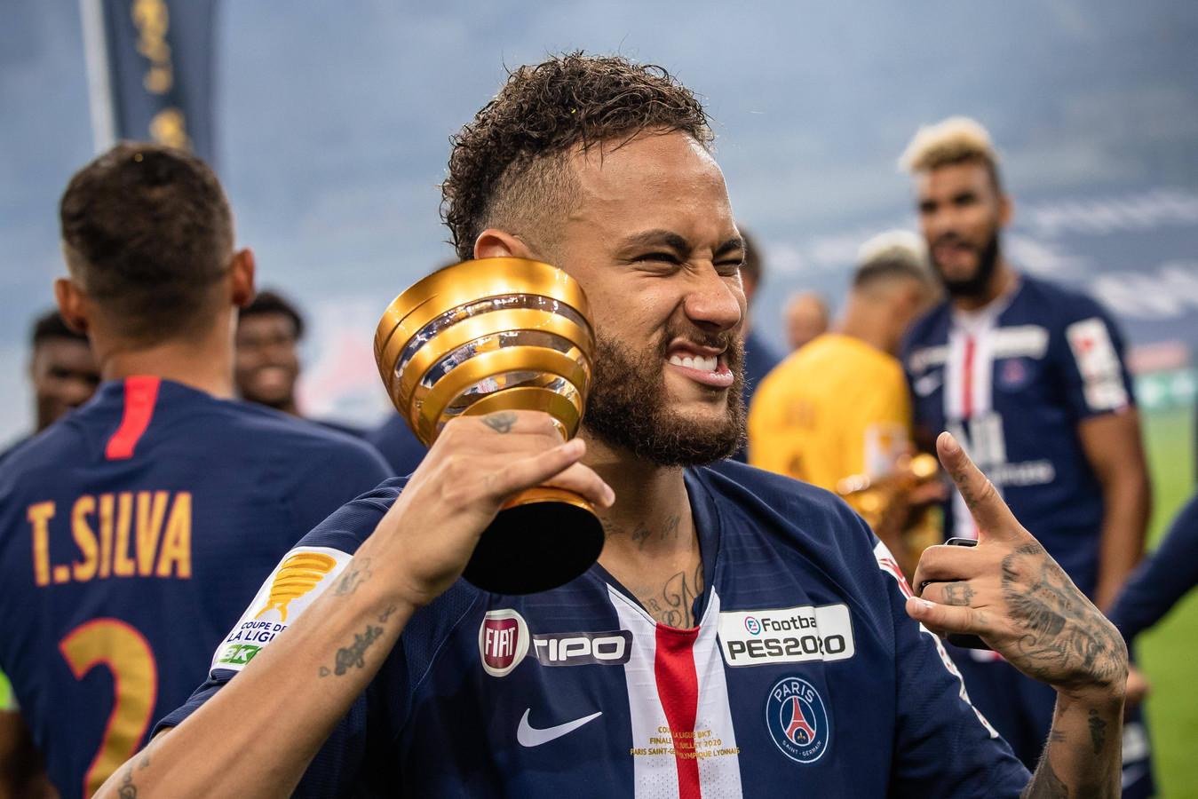 Neymar na het winnen van de Coupe de la League.
