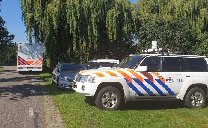 Politiewagens vanmorgen bij de manege.