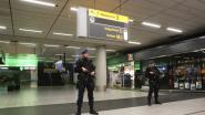 Marechaussee overmeestert man op Schiphol die dreigt met bom