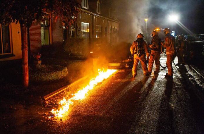 Een spoor van brand trekt naar het riool.
