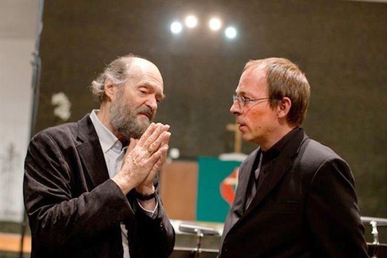 Arvo Pärt (links) met dirigent Daniel Reuss. Beeld Archief