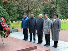Kirgiziërs voor het eerst op Ereveld