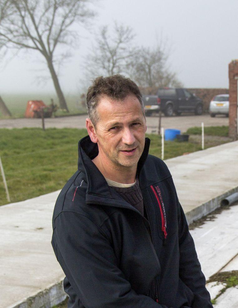 Kor Kruizenga,  gedupeerde boer uit het Groningse Rasquert Beeld rv