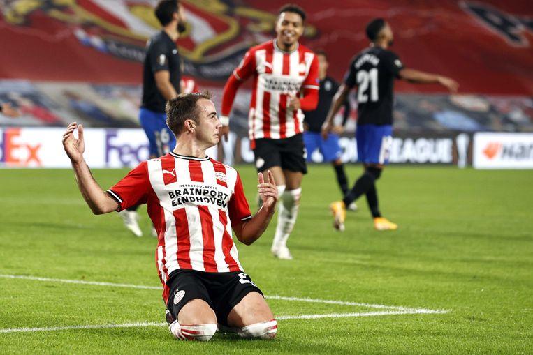 Mario Gotze of PSV Eindhoven viert de 1-0 tijdens de UEFA Europa League groep E wedstrijd tussen PSV Eindhoven en Granada CF in het PSV-stadion op 22 oktober 2020 in Eindhoven, Nederland.ANP MAURICE VAN STEEN Beeld ANP