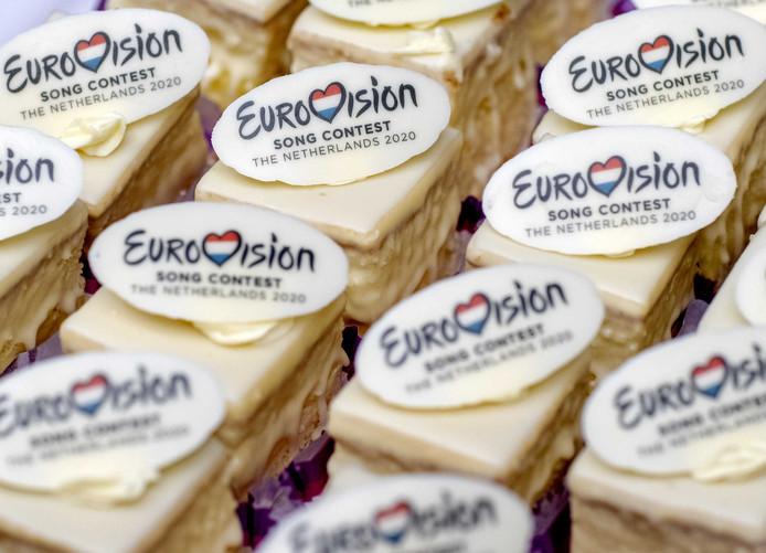 Een tafel met gebakjes met het Eurovisie Songfestival logo van volgend jaar. Rotterdam, Utrecht, Den Bosch, Arnhem en Maastricht/Limburg hebben hun plannen bij de NPO ingediend om het Eurovisie Songfestival 2020 te organiseren.