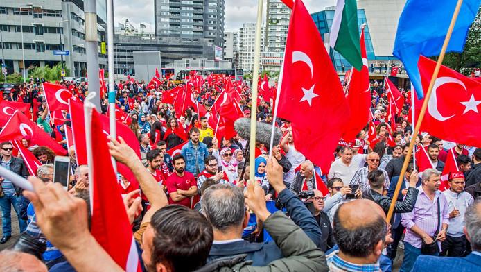 Een demonstratie van Turken in Rotterdam.