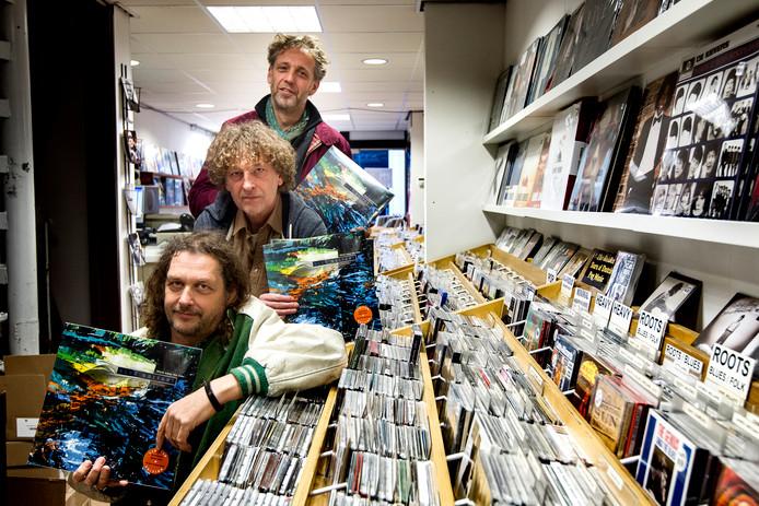 Blue Guitars met  van voor naar achteren Dick Dijkman Bert Dijkman en Erik van Loo.