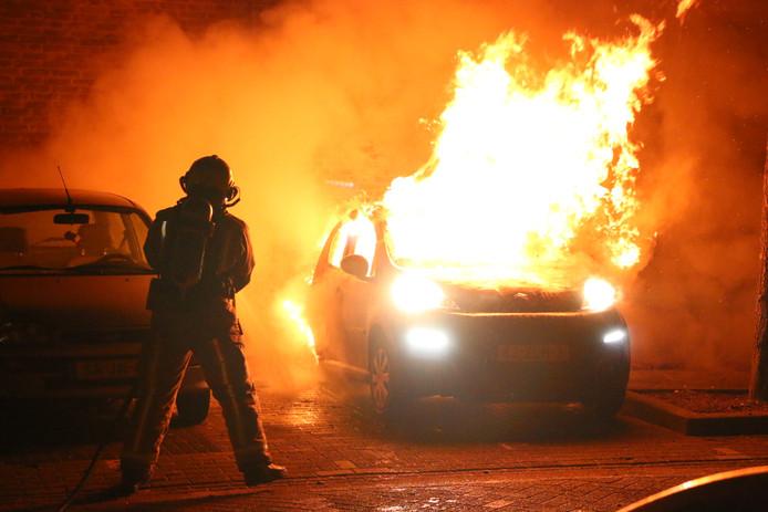 Archiefbeeld ter illustratie: Autobrand aan de Karibastraat in Delft