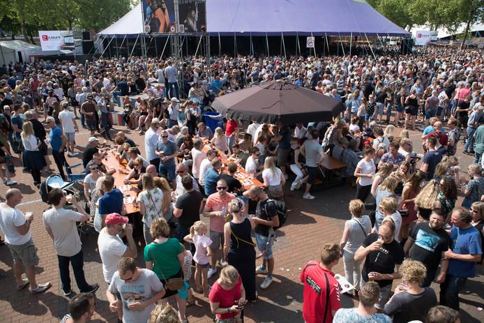 Ribs&Blues trekt jaarlijks een grote mensenmassa.