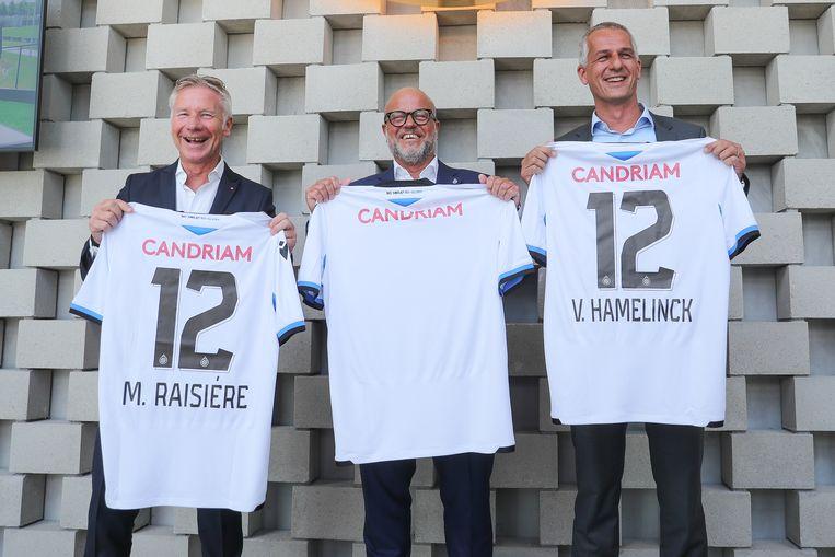 Club Brugge-voorzitter Bart Verhaeghe stelde de nieuwe truitjes, met het logo van Candriam, maandag voor.