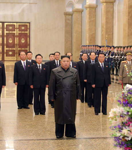 Kim Jong-un eert overleden vader op diens verjaardag
