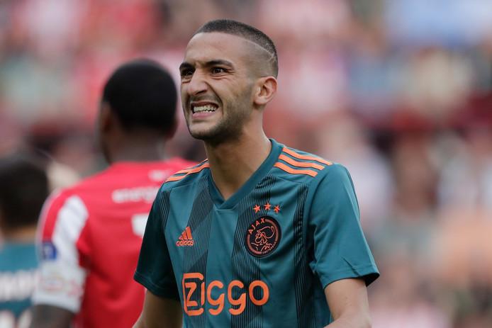 Hakim Ziyech kon zich tegen PSV niet onderscheiden.
