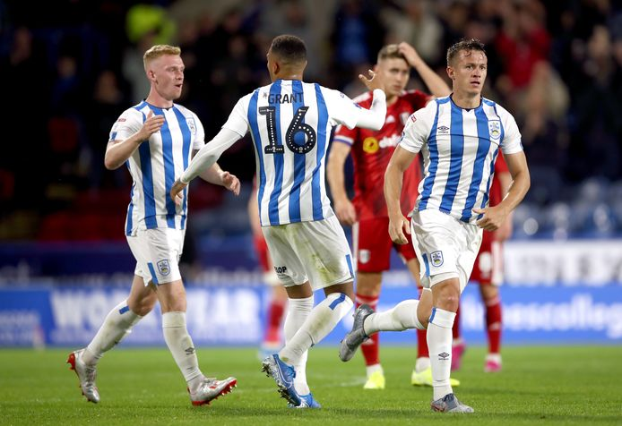 Huddersfield Town speelt in het Championship zonder shirtsponsor.