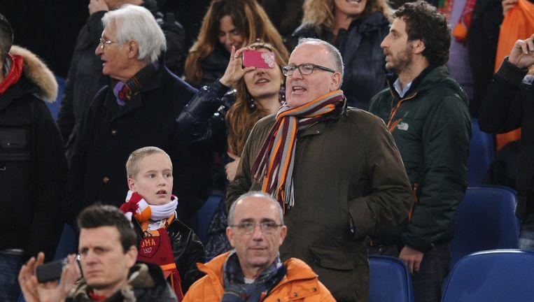 Timmermans met zijn zoon Max op de tribune bij AS Roma-Inter, 2014 Beeld Antonietta Baldassarre / Proshots