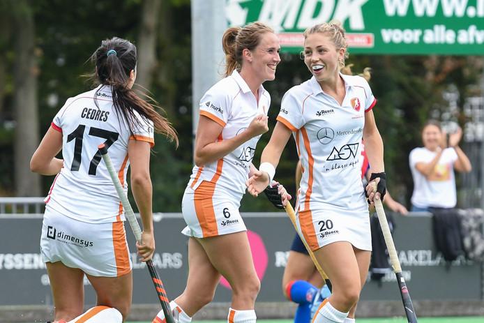 L-R: Maria Jimena Cedres Lobbosco van Oranje-Rood, Daphne van der Velden van Oranje-Rood en Laura Nunnink van Oranje-Rood na de 0-1