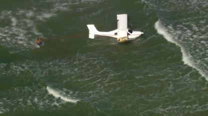 Vliegtuigje stort in zee voor kust Florida: inzittenden als bij wonder heelhuids uit wrak gehaald