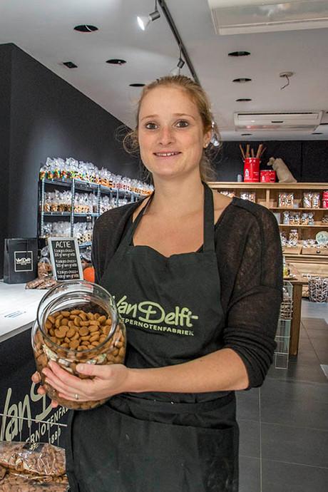 Tilburgse pepernotenwinkel met 50 smaken open: van zure mat, seroendeng, truffel tot limoncello