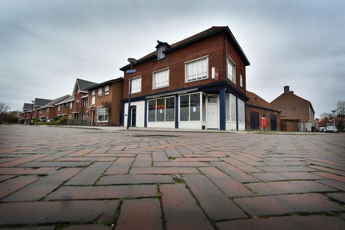Het pand aan de Van Leeuwenhoekstraat, waar de viervoudige moord werd gepleegd.